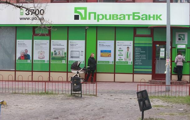 Комісію Приватбанку визнали незаконною. Люди можуть не платити